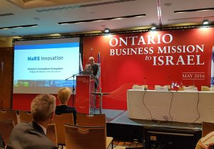 Dr. Rafi Hofstein addresses Israeli delegates about the life sciences commercialization infrastructure that exists in Ontario.